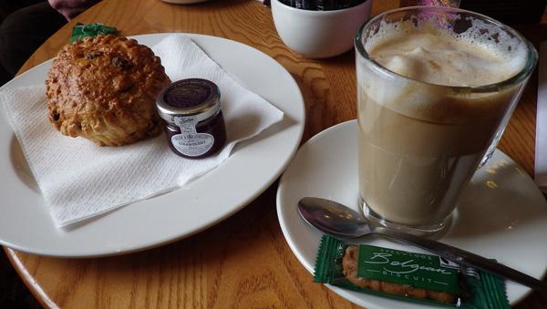 proinos-kafes-apo-olo-ton-kosmo